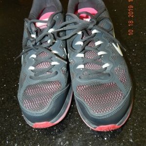 Women's Nike Grey/Pink Dual Fusion Athletic Shoes